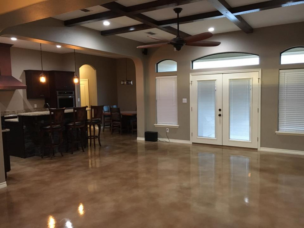 Custom house basement with bar built by Ideal Place custom home builder in Uvalde, TX